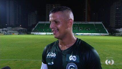 Lucão comemora os dois gols e diz que vestir a camisa do Goiás é especial