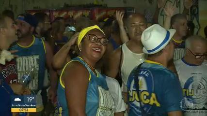 Ensaios das escolas de samba lotam as ruas do Rio