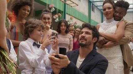 Marcos pede Paloma em casamento