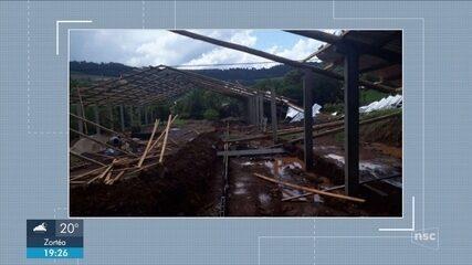 Chuvas provocam estragos em duas cidades de SC