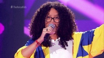"""Giovanna de Luca canta """"Assim Que Se Faz"""""""