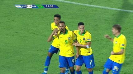 Gol do Brasil! Perez recua muito mal e Matheus Cunha amplia aos 30 do 1º tempo