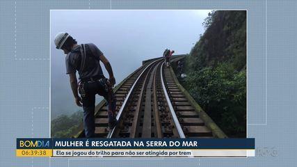 Mulher é resgatada depois de cair de trilho de trem durante passeio a serra do mar