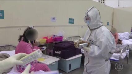 China muda metodologia e cidade epicentro do coronavírus registra mais 242 mortes em 1 dia
