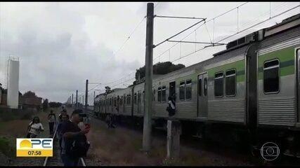 Pane elétrica no metrô atrasa viagens no Recife