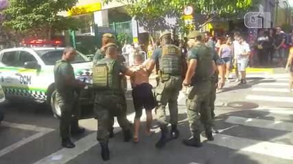 Homem é detido suspeito de tentar furtar celulares no bloco Ritallena em São Paulo