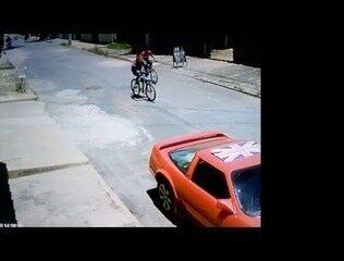 Assaltantes fugiram de bicicleta logo após o crime