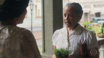 Lola confirma com Durvalina a história que Genu lhe contou