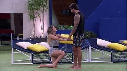 Guilherme foi pedido em namoro por Gabi: 'Você aceita juntar nossas escovas de dentes?'