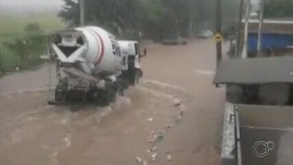 Chuva forte alaga cidades da região de Sorocaba e Jundiaí