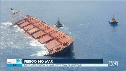 Navio com minério de ferro encalha e ameaça afundar no litoral do MA