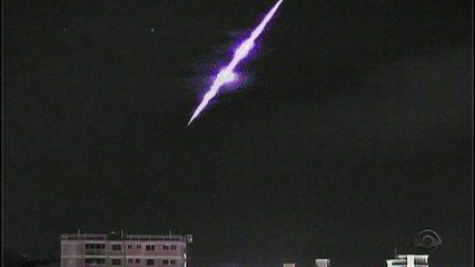 Câmeras registram queda de meteoro no RS