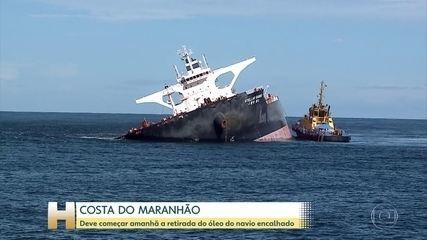 Equipes se preparam pra retirar óleo de navio encalhado na costa do Maranhão
