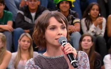 Débora Falabella fala sobre o começo da sua carreira, no Altas Horas