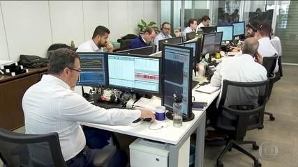 Bolsa de SP suspende operações duas vezes e dólar bate novo recorde