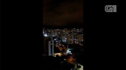 Moradores de Goiânia batem panelas a favor e contra pronunciamento de Bolsonaro