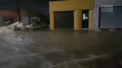 Chuvas causam alagamentos e arrastam veículos em Juazeiro do Norte e Crato, no sul do Cear