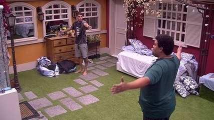 Babu e Felipe discutem no Quarto Vila: 'Quem disse que esse é o seu cantinho?'