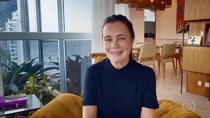 Adriana Esteves, em casa, manda recado especial para o público do Domingão