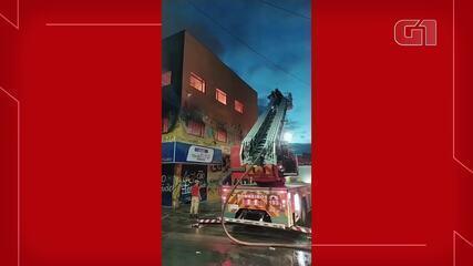 Incêndio atinge loja de utensílios domésticos no Planalto Ayrton Senna, em Fortaleza