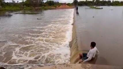 Vídeo mostra sangria da Lagoa do Apanha Peixe