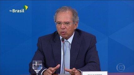 Lei que cria auxílio de R$ 600 a informais é publicada no Diário Oficial