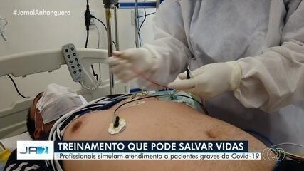 Profissionais de saúde simulam atendimento a pacientes com coronavírus em Goiânia