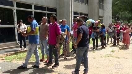 Brasileiros com dificuldades para pedir auxílio de R$ 600 voltam a provocar filas