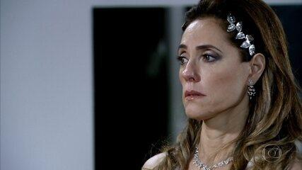 Tereza Cristina se recusa a ceder à chantagem de tia Íris