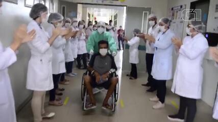 Paciente recuperado de Covid-19 recebe alta do HRBA
