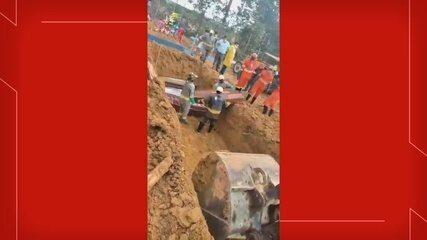 Prefeitura de Manaus faz valas comuns em cemitério para enterrar vítimas da Covid-19