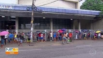 Agências da Caixa voltam a registrar filas devido a duvidas sobre auxílio emergencial