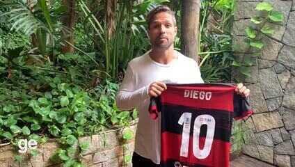 Diego doa camisa do Flamengo para campanha