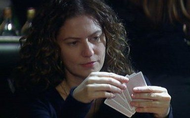 Flora ganha de Pedro no pôquer