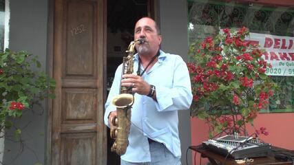 Projeto Sax Solidário leva música aos bairros em troca de doações