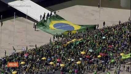 Manifestantes hostilizam a imprensa e agridem três jornalistas em Brasília