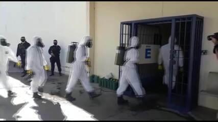 Contra coronavírus, Exército faz limpeza no Centro Penitenciário da Papuda, no DF