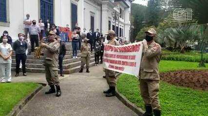 Bombeiros fazem homenagem a profissionais da saúde de Petrópolis, no RJ