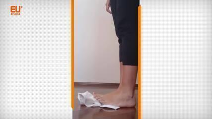 Exercícios com toalha para trabalhar a mobilidade e a força dos pés