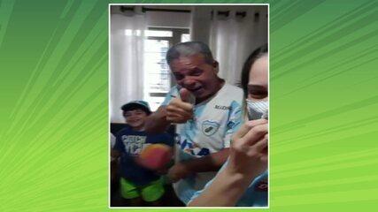 Com a família, Lívio se emociona ao rever o gol pelo Londrina na final da Taça de Prata