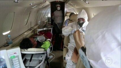No AM, médicos transportam índios, contaminados pela Covid-19, de avião para a capital