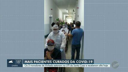 Coronavírus: três pacientes recuperados recebem alta na Santa Casa de Vinhedo