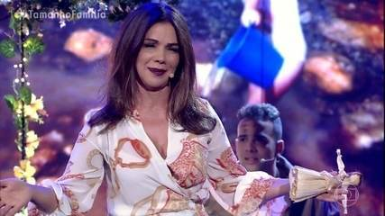 Paula Fernandes se emociona com homenagem da família