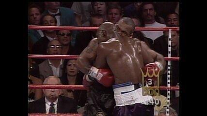 Em 1997, Tyson morde orelhas de Holyfield e é desclassificado na revanche entre pugilistas