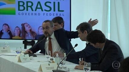 Moraes manda PF ouvir Weintraub sobre ataque ao STF e aponta indícios de seis crimes
