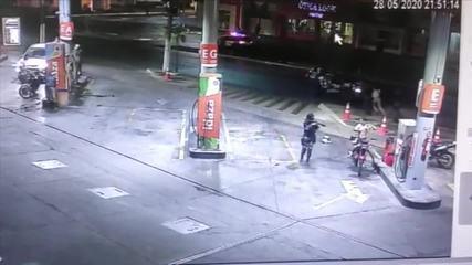 Câmera mostra momento em que policial é baleado em posto