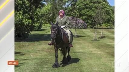 Rainha Elizabeth é flagrada cavalgando