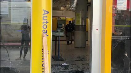Agência bancária no Centro de Fortaleza é invadida e vandalizada