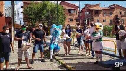 Profissionais do futebol se unem para doar alimentos para comunidade da Vila da Barca