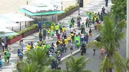 Manifestantes a favor de Bolsonaro se reúnem na Zona Sul do Rio de Janeiro